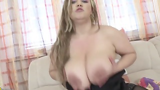 BBW mature hottie knows how to suck a dick
