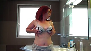 Spicy redhead chick shows off her body