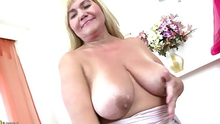 Solo mature BBW orgasm with a sex toy